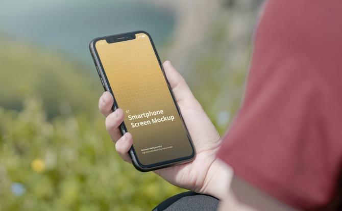 iPhone11外景实拍人物拿手机设计样机智能贴图设计资源Location iPhone design prototype