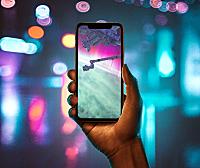 外景高级感手持iPhone11设计样机智能贴图模板iPhone 11 On Hand Mockups